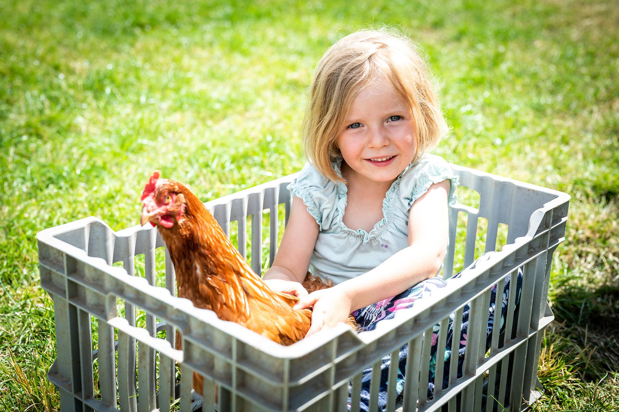 Michelle mit Huhn
